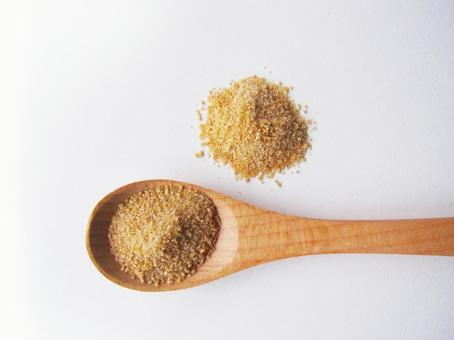 Brown sugar and a wooden spoon 0712