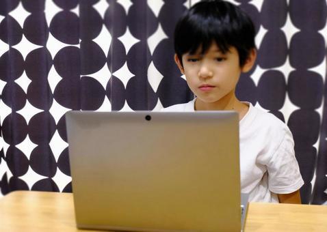 Elementary school students teaching online
