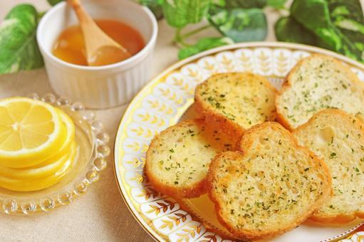 Garlic toast and lemon honey