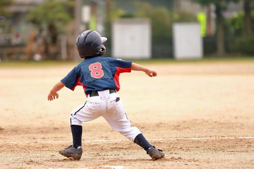 Junior Baseball Runner