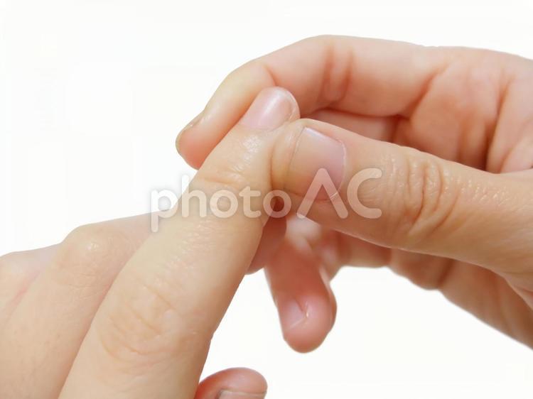 指のマッサージの写真