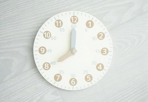 Toy analog clock 8 o'clock
