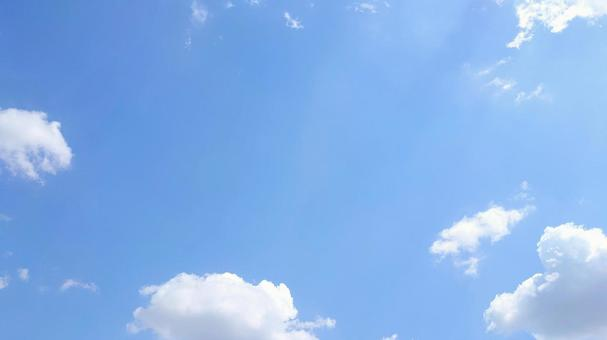 Background material of the blue sky and the refreshing sky where the sun shines