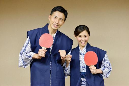 情侣1乒乓球享受