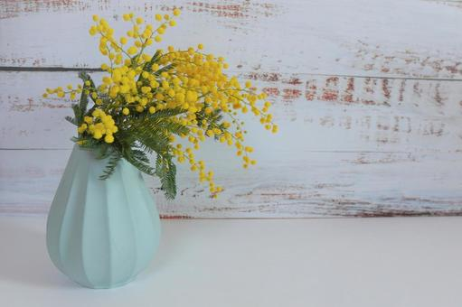 [Interior flower] Wood background and mimosa c