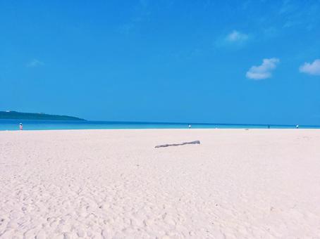 바다와 하얀 모래 해변