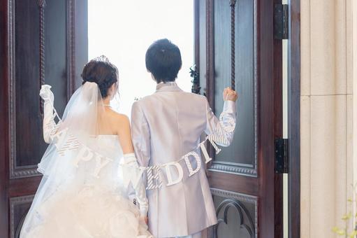 戴花環的新婚夫婦③