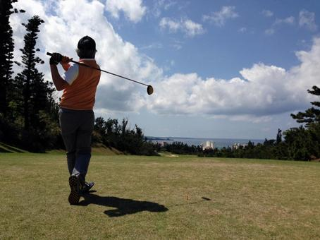 Tee shot on a golf course with a view of the sea