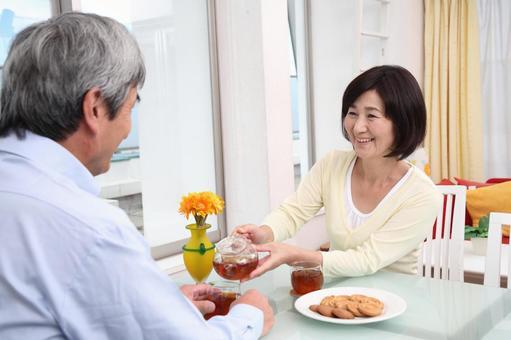 老年夫婦喝茶5