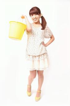 Lady to lift bucket 3
