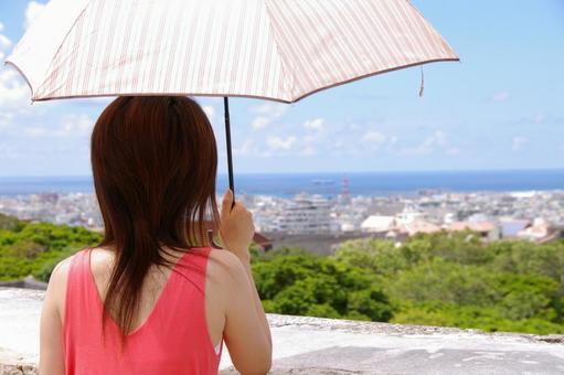 양산을 가진 여자