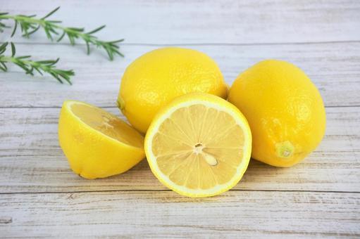 大量的維生素C!檸檬照片