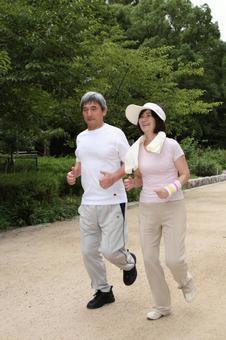 老年夫婦1慢跑