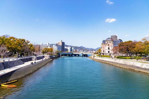 히로시마시의 강과 평화 기념 공원