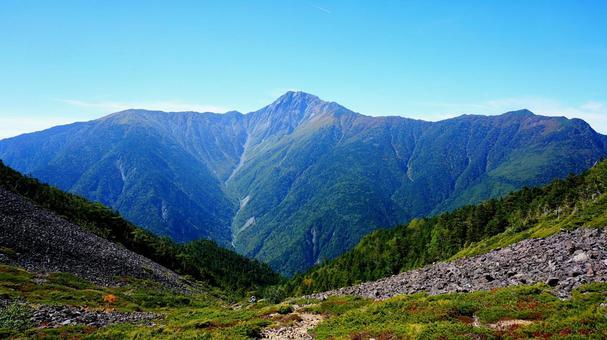 옆으로 이어지는 북악산과 산맥