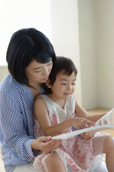 Mother and child reading 1