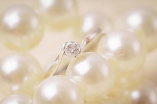 Pearl and marriage ring 2