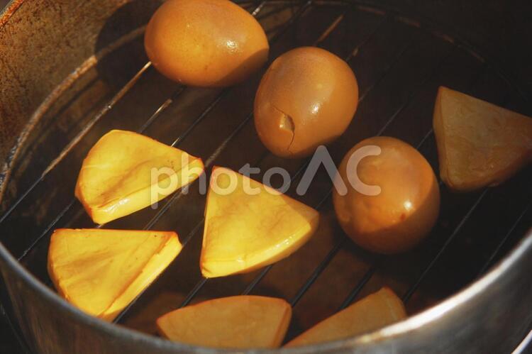 チーズと玉子の燻製のアップの写真