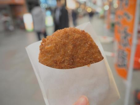 Eating croquette