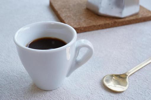 白杯濃縮咖啡