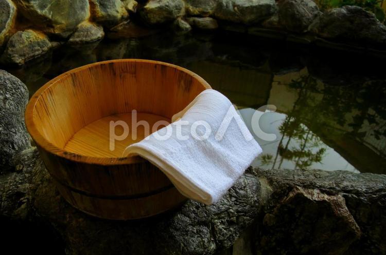 露天風呂と桶 3の写真