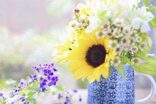 窗台上的向日葵