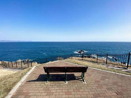 A comfortable bench at Cape Tachimachi