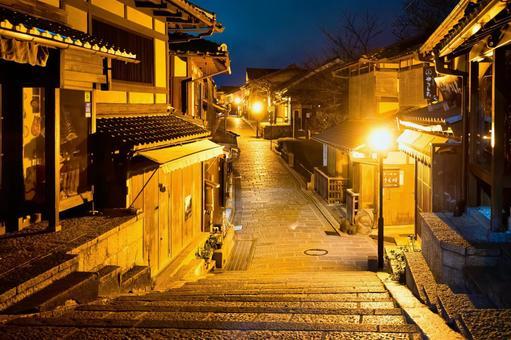 Kyoto Sanningzaka at night (Sannenizaka)