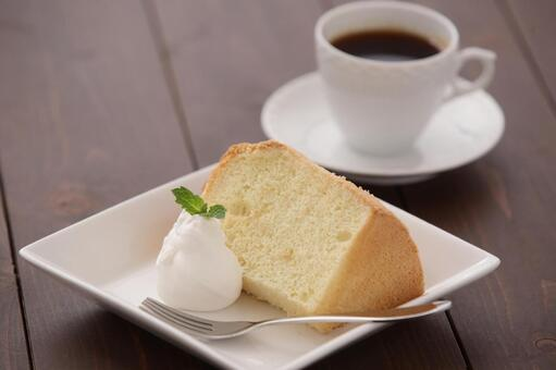 Coffee and chiffon cake