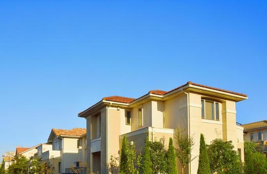 푸른 하늘과 주택지