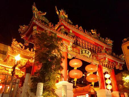 横浜中華街 夜の関帝廟ライトアップ