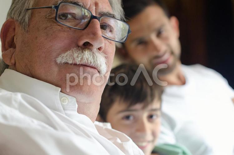 外国人三世代家族245の写真