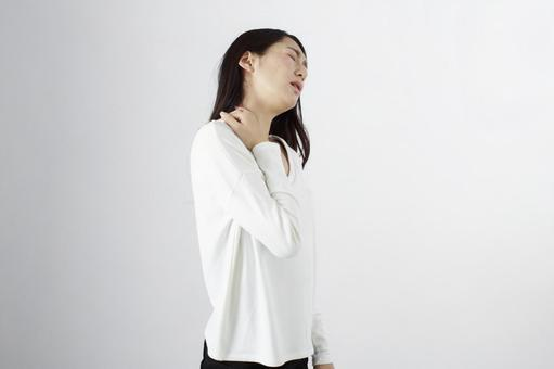 Japanese women suffering from shoulder stiffness 1