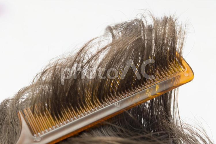 髪の毛と櫛3の写真