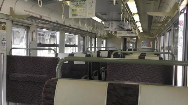 코로나 재난의 영향도 무인 한산한 지방 철도 차량