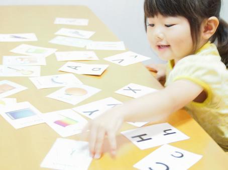 영어 카드 놀이를하는 여자 2