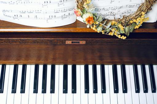 Music image / keyboard, sheet music, dried flowers