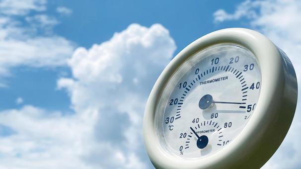 溫度計向上和積雨雲_左空間
