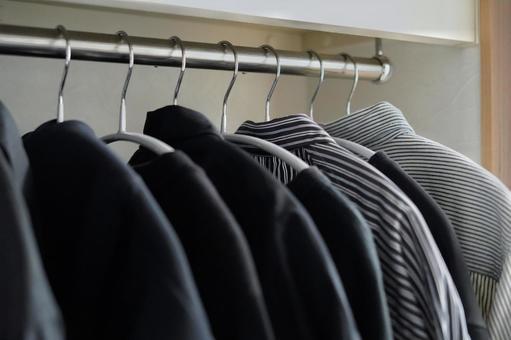 Monochrome closet (diagonal)