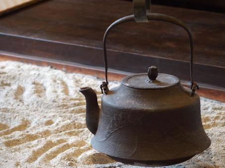 Iron kettle hearth