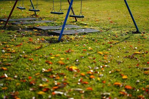 낙엽과 그네의 풍경 2 가을